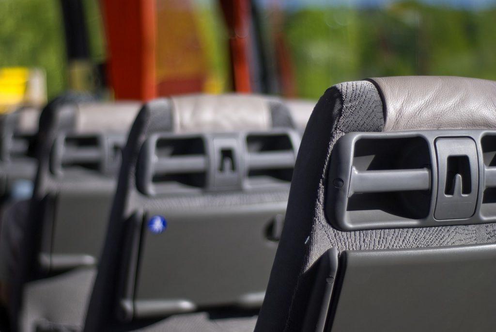 imagen destacada del artículo sobre qué hacer en caso de evacuación de autobús